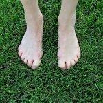 barefoot-1394848_960_720