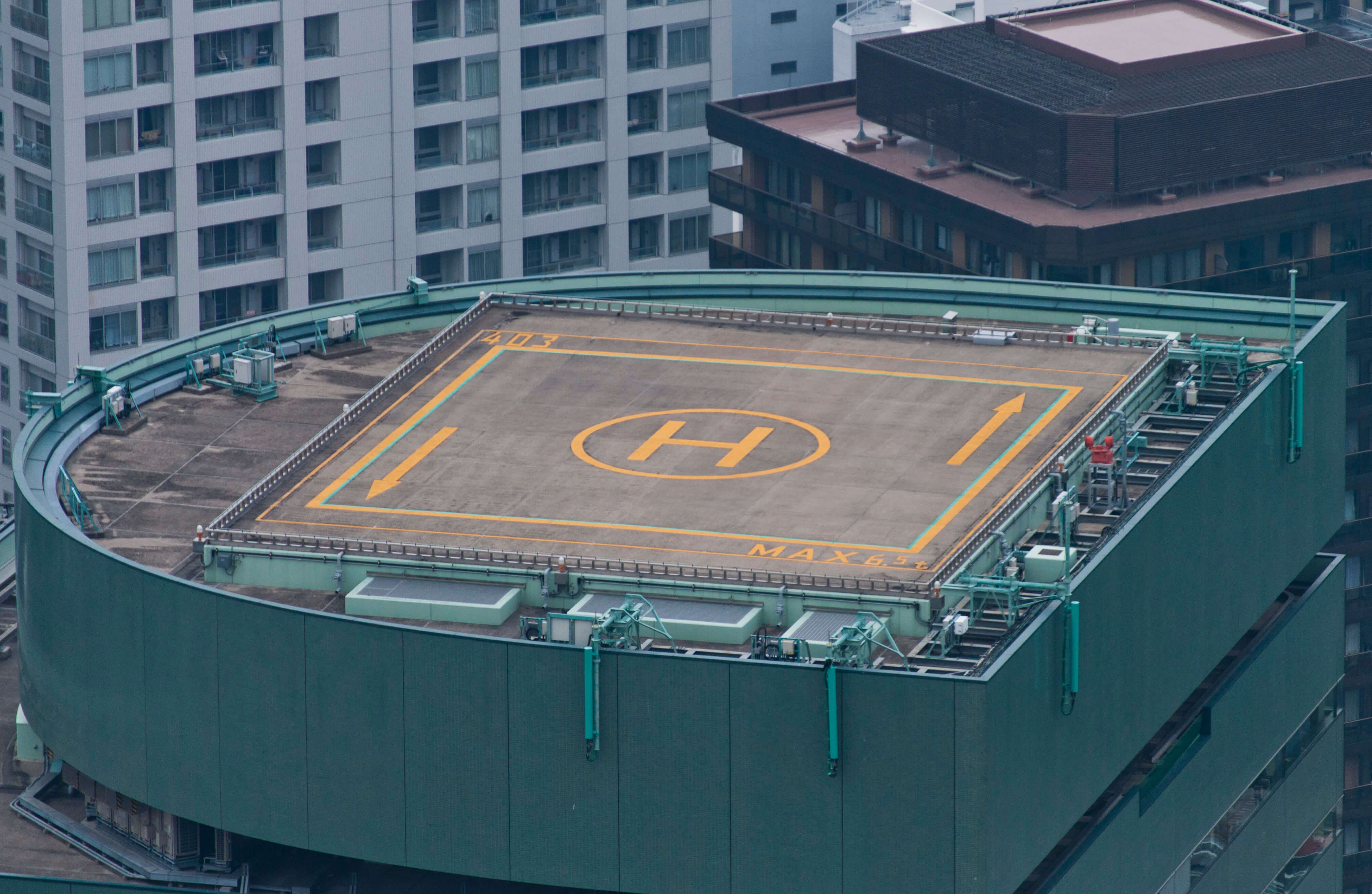 Shinjuku_Green_Tower_Building_Heliport